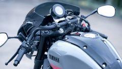 Yamaha XSR900 Abarth: il manubrio monopezzo imita i semimanubri