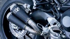 Yamaha XSR900 Abarth: lo scarico sdoppiato Akrapovich