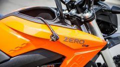 Zero Motorcycles DS 6.5: nel finto serbatoio trova posto il cavo di ricarica