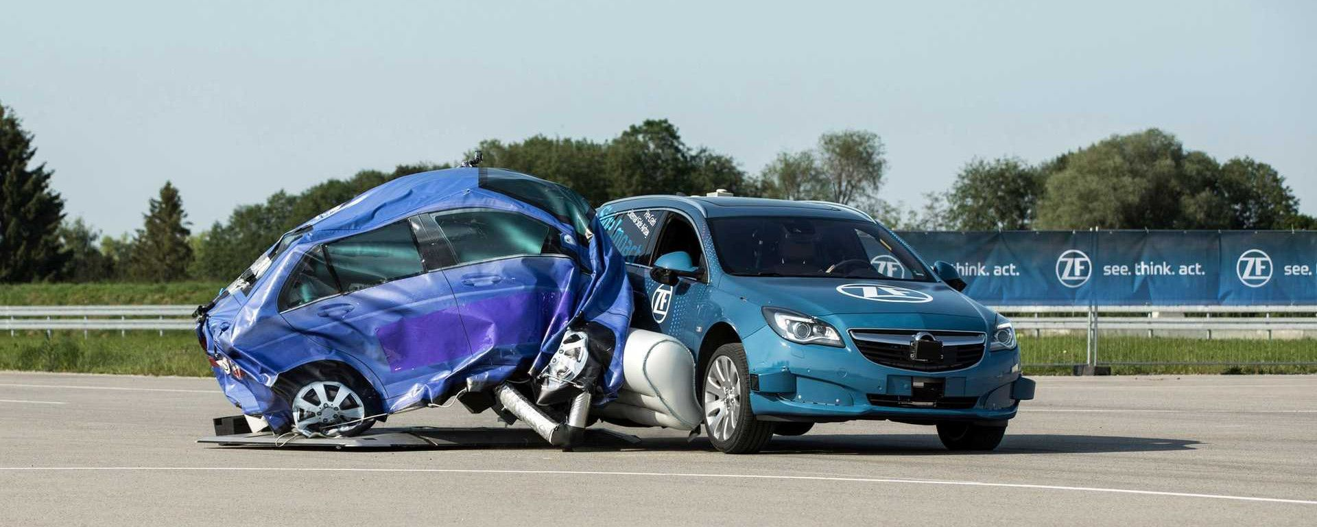 ZF airbag laterale esterno in fase di test