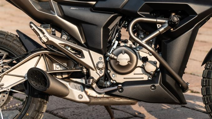 Zontes 125-G1: il motore protetto da tubolari e paratelaio