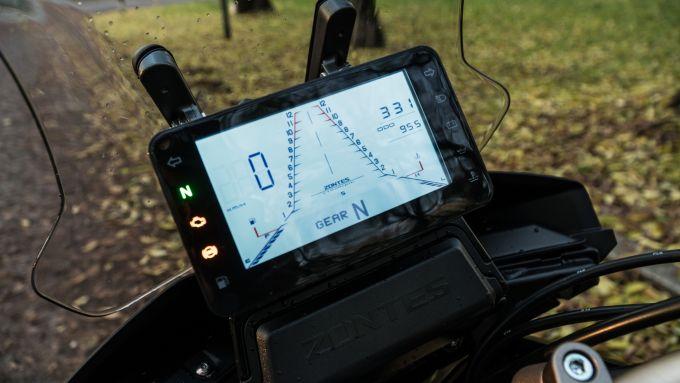 Zontes 310T: la strumentazione LCD